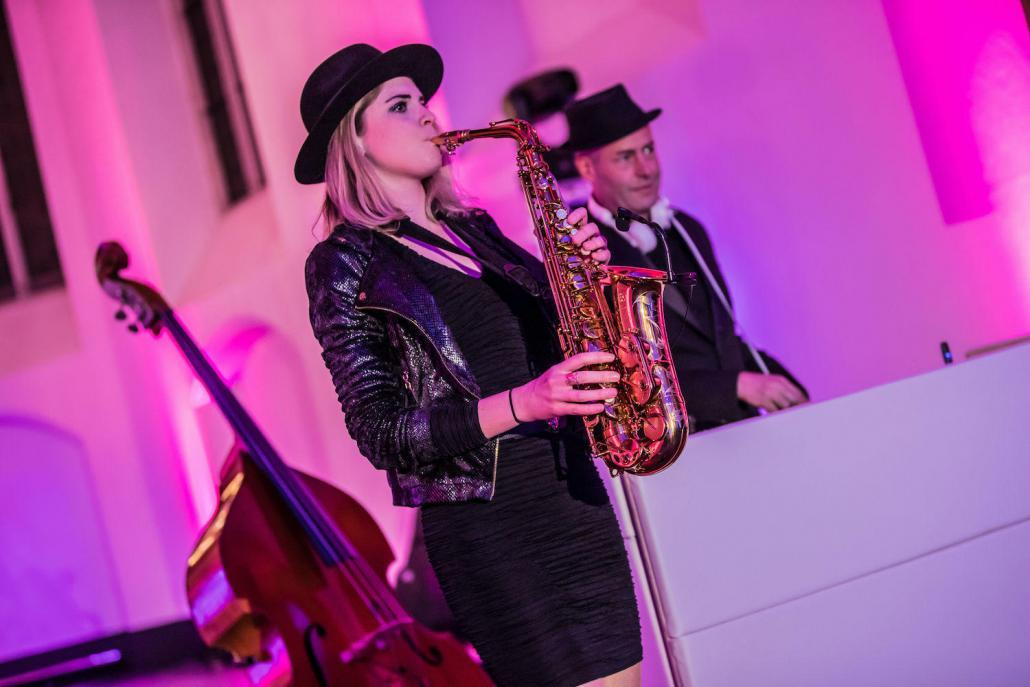 Lounge Dj met saxofoon