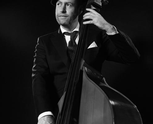 Akoestische band - bassist Maurits Malherbe